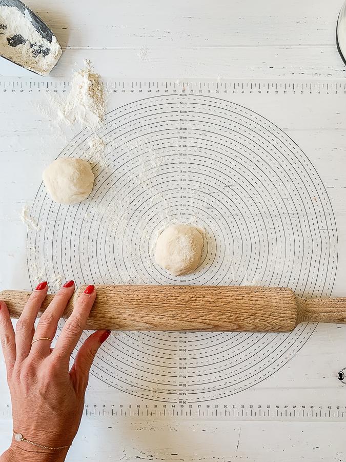Recette Cheese Naan : Etaler en disque de 15 cm